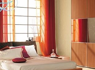 Arredamento classico camera da letto for Arredamento bilocale moderno